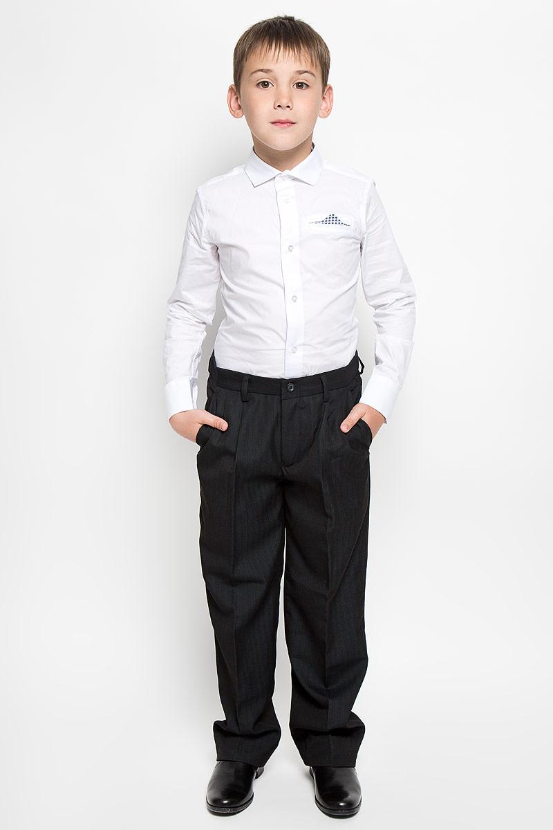 Рубашка для мальчика Orby School, цвет: белый. 64193_OLB_вариант 1. Размер 152, 10-11 лет64193_OLB_вариант 1Рубашка для мальчика Orby School, выполненная из натурального хлопка, станет модным дополнением к детскому гардеробу. Она отлично сочетается как с джинсами, так и с классическими брюками. Материал изделия мягкий и приятный на ощупь, не сковывает движения и обладает высокими дышащими свойствами.Приталенная рубашка с длинными рукавами и отложным воротником застегивается спереди на пуговицы по всей длине. Манжеты рукавов также имеют застежки-пуговицы. На груди имеется имитация прорезного кармана с декоративным платком. Украшена модель вышитым логотипом бренда.Стильный дизайн и высокое качество исполнения принесут удовольствие от покупки и подарят отличное настроение!