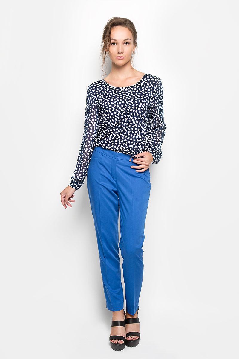 Блузка женская Yarmina, цвет: темно-синий. B0108-0892. Размер 44B0108-0892Стильная женская блуза Yarmina, выполненная из 100% полиэстера, подчеркнет ваш уникальный стиль и поможет создать оригинальный женственный образ.Блузка свободного кроя с длинными полупрозрачными рукавами и круглым вырезом горловины украшена оригинальным цветочным принтом. Рукава дополнены манжетами на пуговицах. Модель великолепно тянется и превосходно сидит. Такая блузка идеально подойдет для жарких летних дней. Эта блузка будет дарить вам комфорт в течение всего дня и послужит замечательным дополнением к вашему гардеробу.