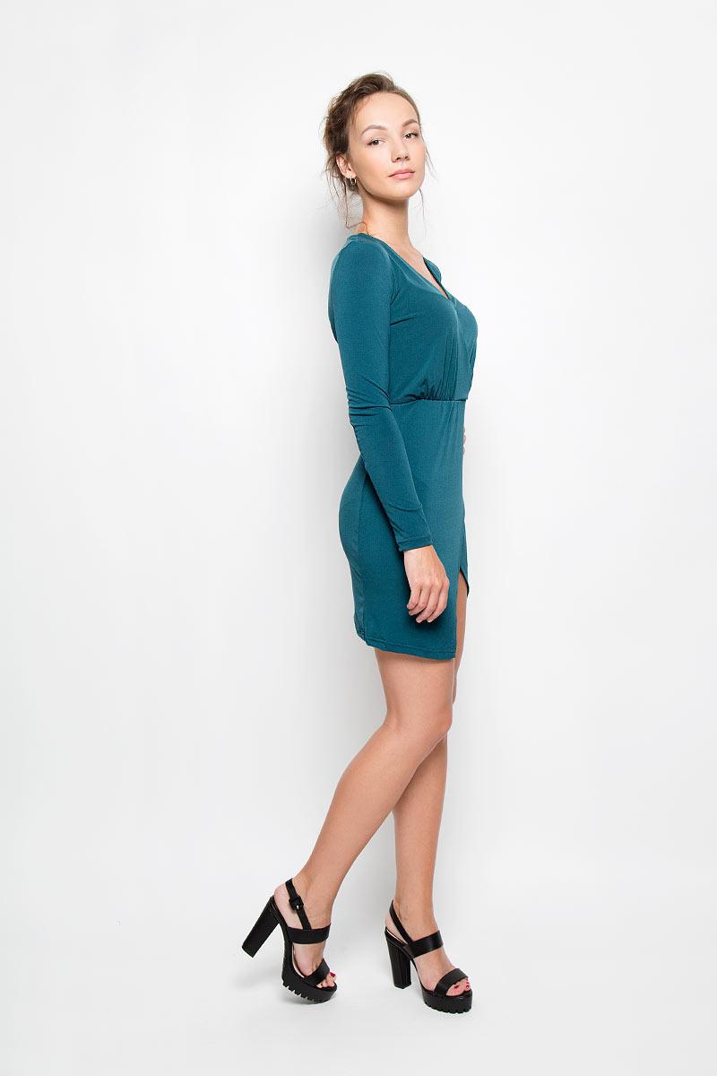 Платье Glamorous, цвет: темно-бирюзовый. CK2390 TEAL. Размер S (44)CK2390 TEALЭлегантное и невероятно практичное платье Glamorous, выполненное из эластичного материала, преподносит все достоинства женской фигуры в наиболее выгодном свете. Модель с V-образным вырезом горловины и длинными рукавами по линии талии дополнена вшитой эластичной резинкой. Изделие выполнено с запахом, который образует небольшой разрез треугольной формы спереди. Благодаря свойствам используемого материала изделие практически не сминается. Это яркое платье станет отличным дополнением к вашему гардеробу!