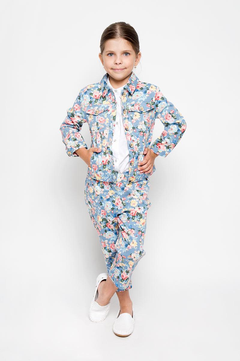 Жакет для девочки Finn Flare Kids, цвет: серо-голубой, мультиколор. KS16-71001B. Размер 110, 4-5 летKS16-71001J/KS16-71001BОригинальный жакет для девочки Finn Flare Kids идеально подойдет для вашей модницы. Изготовленный из хлопка с добавлением эластана, он необычайно мягкий и приятный на ощупь, не сковывает движения и позволяет коже дышать, не раздражает даже самую нежную и чувствительную кожу ребенка, обеспечивая ему наибольший комфорт.Модель с длинными рукавами и отложным воротником застегивается на пуговицы по всей длине. Низ рукавов дополнен узкими манжетами на пуговицах. Спереди расположено два накладных, нагрудных кармана с клапанами на пуговицах и два прорезных кармана. Модель оформлена красочным цветочным принтом.Оригинальный современный дизайн и модная расцветка делают этот жакет модным и стильным предметом детского гардероба. В нем ваш ребенок будет чувствовать себя уютно и комфортно, и всегда будет в центре внимания!