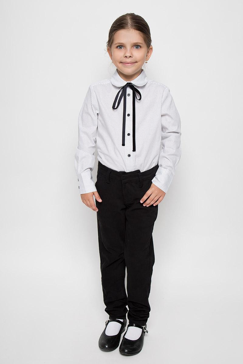 Блузка для девочки Orby School, цвет: белый, черный. 64155_OLG, вар.1. Размер 122, 7-8 лет64155_OLG, вар.1Элегантная блузка для девочки Orby School идеально подойдет для школы. Изготовленная из натурального хлопка, она необычайно мягкая, легкая и приятная на ощупь, не сковывает движения и позволяет коже дышать, не раздражает даже самую нежную и чувствительную кожу ребенка, обеспечивая наибольший комфорт.Блузка с отложным воротником и длинными рукавами застегивается спереди на пуговицы. Низ рукавов дополнен широкими манжетами на пуговицах. Модель оформлена принтом в горох и дополнена узкой лентой.Такая блузка - незаменимая вещь для школьной формы, отлично сочетается с юбками, брюками и сарафанами. Эта модель всегда выглядит великолепно!