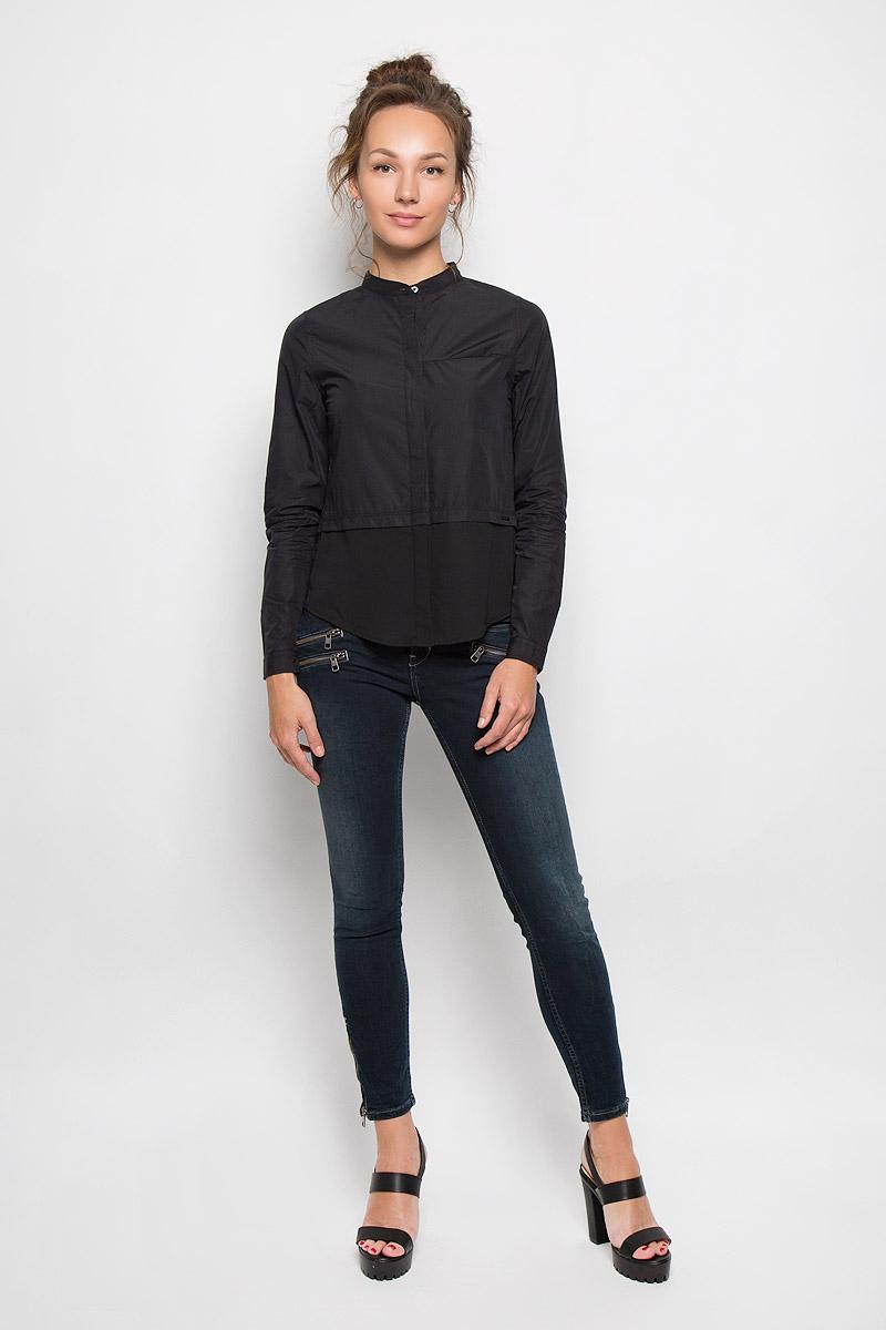 Блузка женская Calvin Klein Jeans, цвет: черный. J20J200515_1120. Размер XL (50)J20J200515_1120Стильная женская блузка Calvin Klein Jeans, выполненная из натурального хлопка, подчеркнет ваш уникальный стиль и поможет создать женственный образ. Модель c круглым вырезом горловины и длинными рукавами застегивается на пуговицы скрытые под планкой. Низ рукавов дополнен манжетами на пуговицах. Низ изделия выполнен из полупрозрачного легкого полиэстера. Блуза спереди дополнена небольшим втачным карманом, расположенным на уровне груди. Такая блузка будет дарить вам комфорт в течение всего дня и послужит замечательным дополнением к вашему гардеробу.