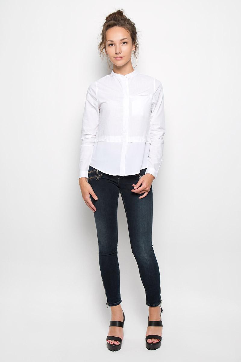 Блузка женская Calvin Klein Jeans, цвет: белый. J20J200515_9650. Размер L (46/48)20416Стильная женская блузка Calvin Klein Jeans, выполненная из натурального хлопка, подчеркнет ваш уникальный стиль и поможет создать женственный образ. Модель c круглым вырезом горловины и длинными рукавами застегивается на пуговицы скрытые под планкой. Низ рукавов дополнен манжетами на пуговицах. Низ изделия выполнен из полупрозрачного легкого полиэстера. Блуза спереди дополнена небольшим втачным карманом, расположенным на уровне груди. Такая блузка будет дарить вам комфорт в течение всего дня и послужит замечательным дополнением к вашему гардеробу.