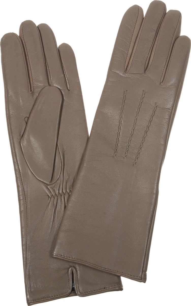 Перчатки женские Fabretti, цвет: серо-бежевый. 12.6-10. Размер 712.6-10Восхитительные женские перчатки Fabretti, выполненные из эфиопской натуральной кожи ягненка на подкладке из хлопка с добавлением кашемира, не только защитят ваши руки от холода, но и станут стильным дополнением вашего образа. Лицевая сторона оформлена аккуратной прострочкой три луча. Слегка удлиненные манжеты с тыльной стороны присборены на эластичную резинку для лучшей фиксации.Такие перчатки подчеркнут ваш стиль и неповторимость, и придадут всему образунотки женственности и элегантности.