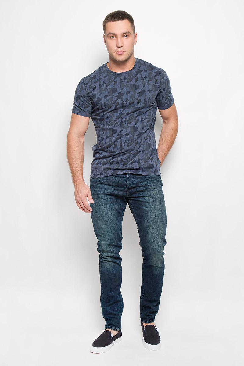 Джинсы мужские Calvin Klein Jeans, цвет: темно-синий. J30J300099_918. Размер 36 (56/58)SPO2765TUСтильные мужские джинсы Calvin Klein Jeans - джинсы высочайшего качества, которые прекрасно сидят. Модель слегка зауженного к низу кроя и средней посадки изготовлена из хлопка с добавлением эластана, не сковывает движения и дарит комфорт. Джинсы на талии застегиваются на металлическую пуговицу, а также имеют ширинку на металлических пуговицах и шлевки для ремня. Спереди модель дополнена двумя втачными карманами и одним небольшим накладным кармашком, а сзади - двумя большими накладными карманами. Джинсы оформлены небольшими потертостями. Эти модные и в тоже время удобные джинсы помогут вам создать оригинальный современный образ. В них вы всегда будете чувствовать себя уверенно и комфортно.