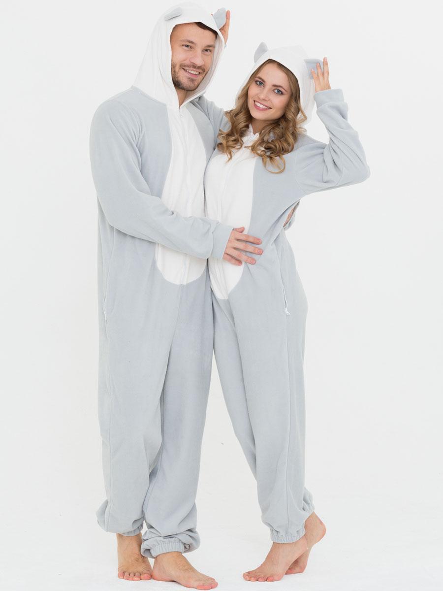 Пижама Футужама, цвет: серый, белый. 10402357. Размер XL (54)10402357Слитная пижама от Футужама выполнена из мягкого флиса. Модель на застежке-молнии. Капюшон дополнен ушками, боковые стороны - карманами на застежках-молниях. Манжеты оформлены прорезью для большого пальца, низ брючины - эластичной резинкой.