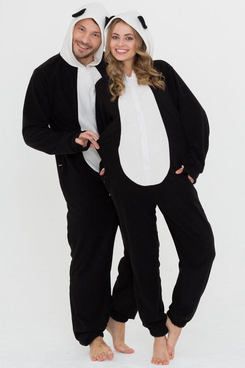 Пижама Футужама, цвет: черный, белый. 10402069. Размер XL (54)10402069Слитная пижама от Футужама выполнена из мягкого флиса. Модель на застежке-молнии. Капюшон дополнен ушками, боковые стороны - карманами на застежках-молниях. Манжеты оформлены прорезью для большого пальца, низ брючины - эластичной резинкой.