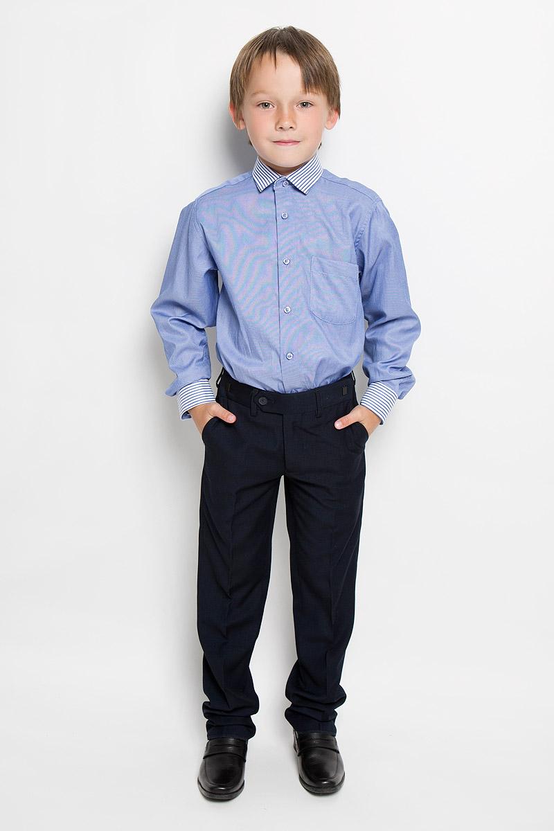 Рубашка для мальчика Tsarevich, цвет: светло-синий. Lab 4. Размер 33/146-152Lab 4Рубашка для мальчика Tsarevich отлично сочетается как с джинсами, так и с классическими брюками. Она выполнена из хлопка с добавлением полиэстера. Материал изделия мягкий и приятный на ощупь, не сковывает движения и обладает высокими дышащими свойствами.Рубашка прямого кроя с длинными рукавами и отложным воротником застегивается на пуговицы по всей длине. Манжеты рукавов также имеют застежки-пуговицы. На груди расположен накладной карман. Воротник, манжеты и планка рубашки оформлены полосками. Такая рубашка займет достойное место в детском гардеробе, в ней ребенку будет удобно и комфортно.
