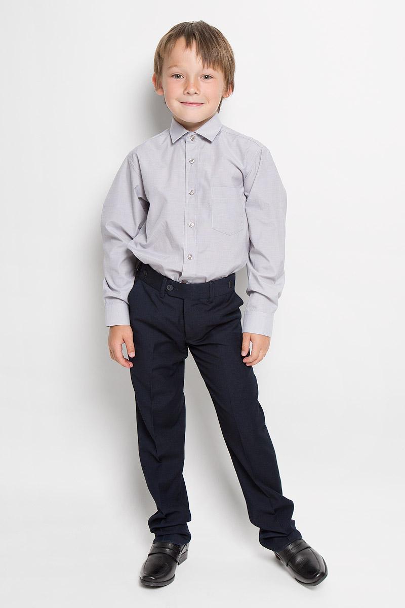 Рубашка для мальчика Tsarevich, цвет: серый, белый. Argento 3. Размер 31/128-134Argento 3Рубашка для мальчика Tsarevich отлично сочетается как с джинсами, так и с классическими брюками. Она выполнена из хлопка с добавлением полиэстера. Материал изделия мягкий и приятный на ощупь, не сковывает движения и обладает высокими дышащими свойствами.Рубашка прямого кроя с длинными рукавами и отложным воротником застегивается на пуговицы по всей длине. Манжеты рукавов также имеют застежки-пуговицы. На груди расположен накладной карман.Такая рубашка станет стильным дополнением к детскому гардеробу, в ней ребенку будет удобно и комфортно.