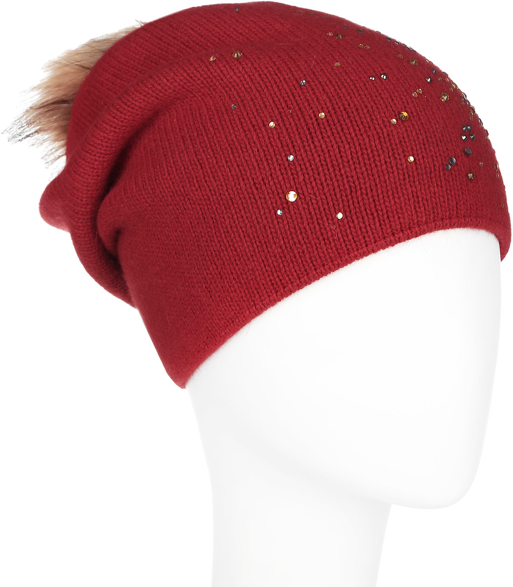 Шапка женская Finn Flare, цвет: темно-красный. A16-12130_317. Размер 56A16-12130_317Стильная женская шапка Finn Flare дополнит ваш наряд и не позволит вам замерзнуть в холодное время года. Шапка выполнена из высококачественной пряжи, что позволяет ей великолепно сохранять тепло и обеспечивает высокую эластичность и удобство посадки. Изделие дополнено тёплой подкладкой.Модель оформлена пушистым помпоном из меха енота и украшена узором из страз. Такая шапка станет модным и стильным дополнением вашего гардероба. Она согреет вас и позволит подчеркнуть свою индивидуальность!