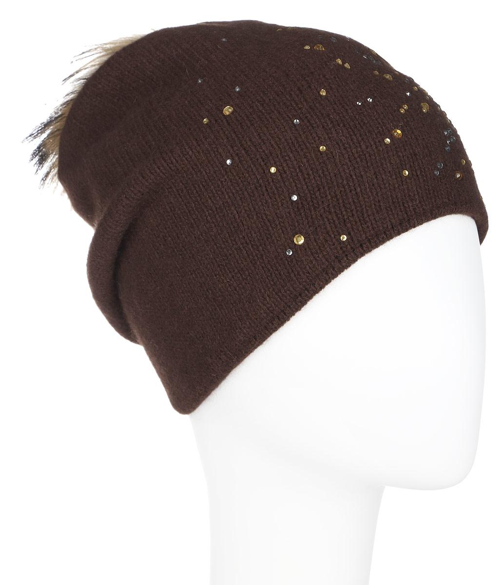 Шапка женская Finn Flare, цвет: темно-коричневый. A16-12130_621. Размер 56A16-12130_621Стильная женская шапка Finn Flare дополнит ваш наряд и не позволит вам замерзнуть в холодное время года. Шапка выполнена из высококачественной пряжи, что позволяет ей великолепно сохранять тепло и обеспечивает высокую эластичность и удобство посадки. Изделие дополнено тёплой подкладкой.Модель оформлена пушистым помпоном из меха енота и украшена узором из страз. Такая шапка станет модным и стильным дополнением вашего гардероба. Она согреет вас и позволит подчеркнуть свою индивидуальность!