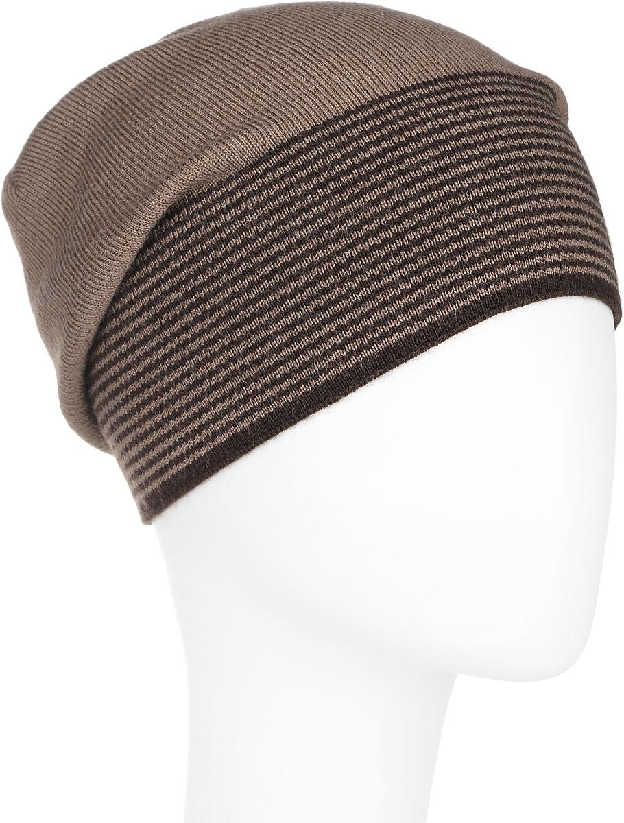 Шапка мужская Finn Flare, цвет: коричневый. A16-21154_620. Размер 58A16-21154_620Стильная мужская шапка Finn Flare отлично дополнит ваш образ в холодную погоду. Сочетание шерсти и акрила максимально сохраняет тепло и обеспечивает удобную посадку. Шапка по низу оформлена принтом в тонкую полоску и металлической эмблемой с логотипом производителя. Такая модель комфортна и приятна на ощупь, она великолепно подчеркнет ваш вкус.