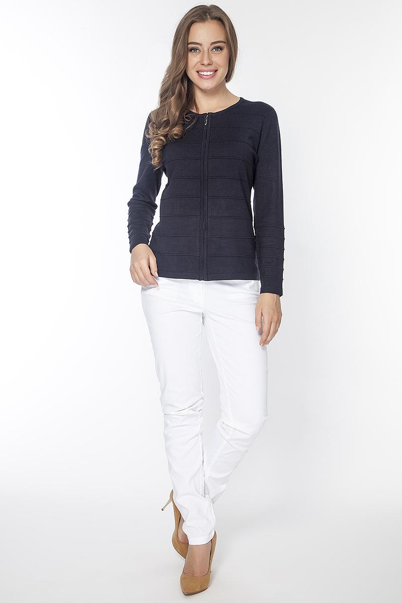 Брюки женские Vis-A-Vis, цвет: белый. P3038. Размер XL (50)P3038Брюки джинсового покроя из хлопковой ткани застегиваются на пуговицу в поясе и ширинку на молнии, имеются шлевки для ремня. Спереди модель дополнена двумя прорезными карманами, сзади двумя накладными.