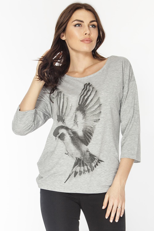 Джемпер женский Vis-A-Vis, цвет: серый. LD6212. Размер L (48)LD6212Джемпер выполнен из полиэстера с добавлением вискозы. Вырез горловины круглый, спущенная линия плеча, рукав втачной длиной 3/4. Полочка изделия украшена декоративным принтом в виде птицы.