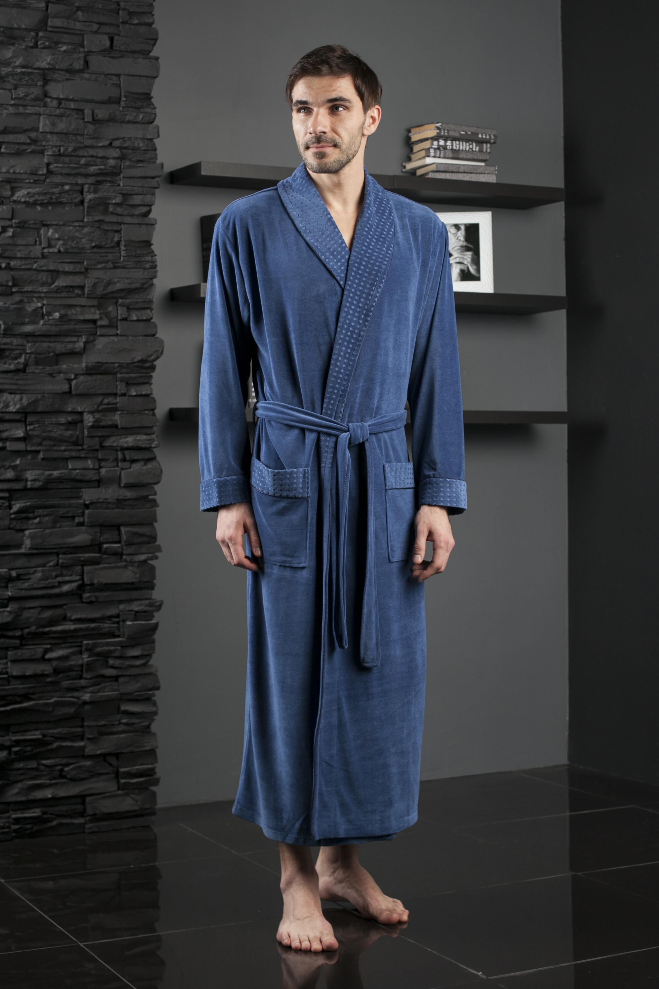 Халат мужской Five Wien Home, цвет: голубой. 450. Размер L/XL (48/52)450Солидный длинный мужской халат с шалькой. Облегченная модель в однотонном исполнении. Жаккардовая ткань по шальке, манжетам и карманам. Декоративная отделка кантом в тон.