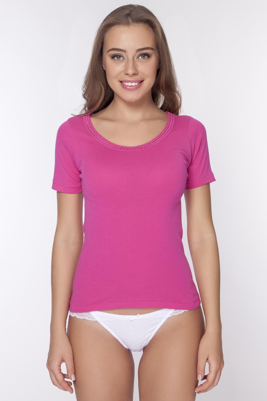 Футболка женская Vis-A-Vis, цвет: розовый. LF1009. Размер L (48)LF1009Классическая футболка с круглым вырезом горловины и коротким рукавом. Модель выполнена из натурального хлопка. Горловина дополнена кружевной отделкой мережка.
