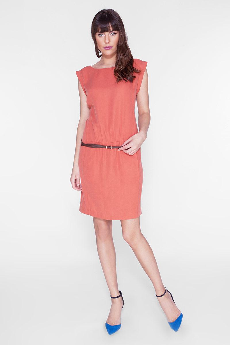 Платье Vis-A-Vis, цвет: терракотовый. D15-539. Размер S (44)D15-539Стильное платье прямого силуэта, с округлым вырезом горловины. Модель дополнена двумя карманами. Платье выполнено из качественного материала приятной фактуры. В комплекте - изящный ремешок.