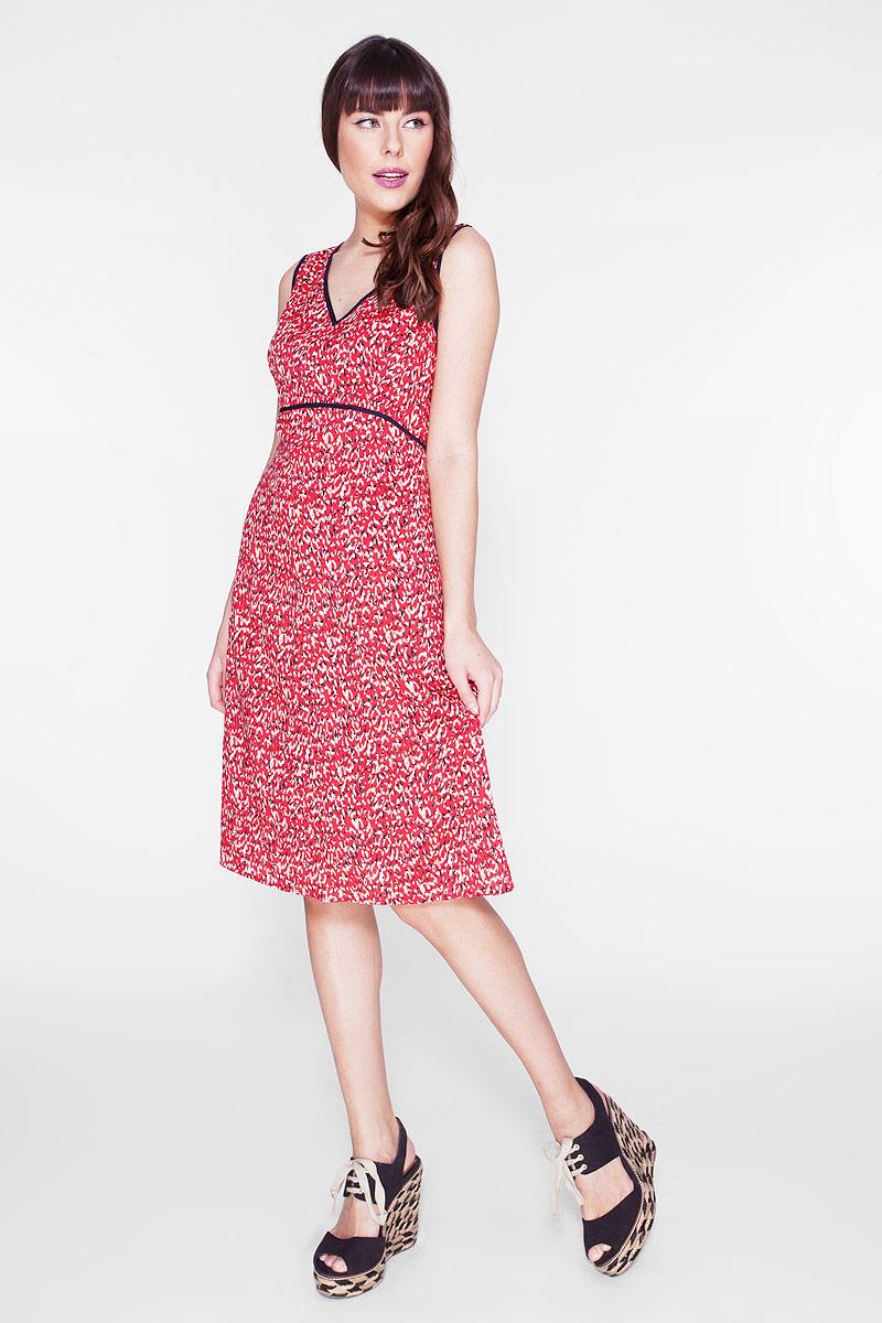 Платье Vis-A-Vis, цвет: красный. D-1-15-30. Размер S (44)D-1-15-30Элегантное платье Vis-A-Vis выполнено из 100% вискозы. Такое платье обеспечит вам комфорт и удобство при носке и непременно вызовет восхищение у окружающих.Модель-миди на широких бретельках с V-образным вырезом горловины выгодно подчеркнет все достоинства вашей фигуры. Изделие застегивается на скрытую застежку-молнию сбоку. Модель оригинальным принтом в виде абстрактных пятен. Изысканное платье-миди создаст обворожительный и неповторимый образ.Это модное и комфортное платье станет превосходным дополнением к вашему гардеробу, оно подарит вам удобство и поможет подчеркнуть свой вкус и неповторимый стиль.