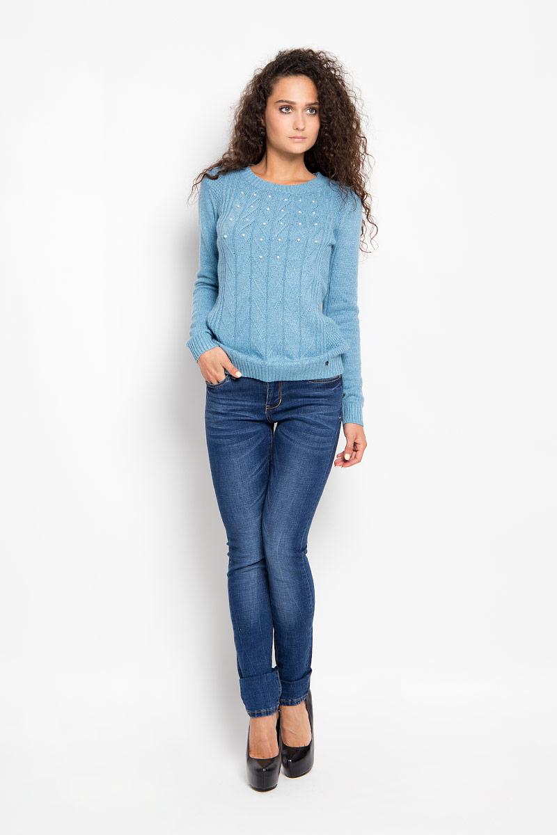Джинсы женские Finn Flare, цвет: синий. A16-15001_125. Размер 26-32 (42-32)A16-15001_125Стильные женские джинсы Finn Flare - это джинсы высочайшего качества, которые прекрасно сидят. Они выполнены из высококачественного эластичного хлопка, что обеспечивает комфорт и удобство при носке. Модные джинсы слим стандартной посадки станут отличным дополнением к вашему современному образу. Джинсы застегиваются на пуговицу в поясе и ширинку на застежке-молнии, имеют шлевки для ремня. Джинсы имеют классический пятикарманный крой: спереди модель оформлена двумя втачными карманами и одним маленьким накладным кармашком, а сзади - двумя накладными карманами. Модель оформлена потертостями и имитацией складок.Эти модные и в то же время комфортные джинсы послужат отличным дополнением к вашему гардеробу.
