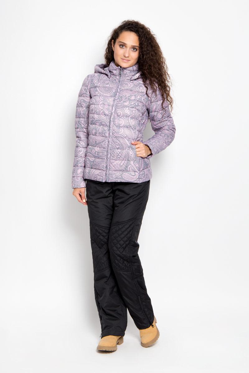 Куртка женская Finn Flare, цвет: серый, розовый. A16-12020_205. Размер M (46)A16-12020_205Удобная женская куртка Finn Flare согреет вас в прохладную погоду и позволит выделиться из толпы. Модель с длинными рукавами и высоким воротником-стойкой выполнена из прочного нейлона, застегивается на молнию спереди. Куртка имеет съемный капюшон на кнопках, объем которого регулируется при помощи шнурка-кулиски со стопперами. Изделие оформлено оригинальным контрастным орнаментом и дополнено двумя втачными карманами на молниях. Плотный наполнитель из синтепона надежно сохранит тепло, благодаря чему такая куртка защитит вас от ветра и холода. Эта модная и в то же время комфортная куртка - отличный вариант для прогулок, она подчеркнет ваш изысканный вкус и поможет создать неповторимый образ.
