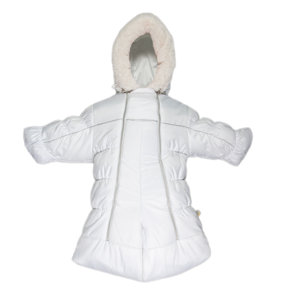 Комбинезон-трансформер детский Сонный Гномик Бамбино, цвет: белый. 2802/0. Размер 742802/0Теплый комбинезон-трансформер Сонный Гномик Бамбино изготовлен из полиэстера на мягкой текстильной подкладке. На модели предусмотрена съемная подстежка из натуральной овечьей шерсти. В качестве утеплителя используется синтепон, также изделие оснащено теплосберегающей мембраной Shelter Kids (200г/кв.м). Комбинезон-трансформер с капюшоном и длинными рукавами застегивается на две вертикальные молнии спереди по всей длине. Капюшон, декорированный несъемной опушкой из искусственного меха, дополнен по краю эластичным шнурком со стоппером. Манжеты рукавов дополнены отворотами, которые защитят ручки малыша от холода. Благодаря удобной системе молний и кнопок на брючинах комбинезон можно легко трансформировать в конверт с рукавами. В комплект с комбинезоном входят теплые пинетки.