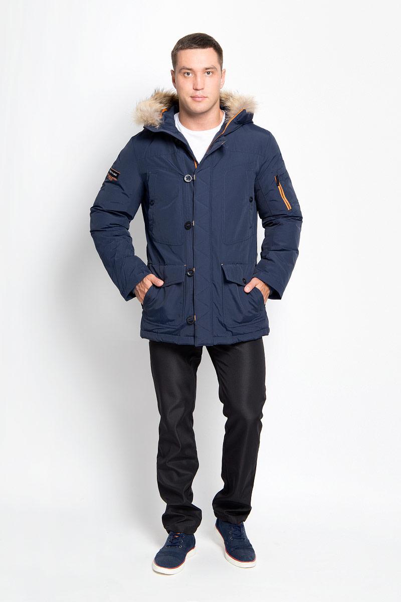 Куртка мужская Finn Flare, цвет: темно-синий. A16-22022_101. Размер XXL (54)A16-22022_101Стильная мужская куртка Finn Flare превосходно подойдет для холодных дней. Куртка выполнена из хлопка с добавлением нейлона и имеет подкладку изполиэстера, она отлично защищает от дождя, снега и ветра, а наполнитель из пуха и пера превосходно сохраняет тепло и не даст вам замерзнуть даже в сильные морозы. Модель с длинными рукавами и несъемным капюшоном застегивается на застежку-молнию и имеет ветрозащитный клапана на пуговицах и кнопке спереди. Капюшон украшен съемным натуральным мехом. Изделие дополнено двумя накладными карманами на клапанах с кнопками и двумя втачными нагрудными карманами на кнопках, а также внутренним карманом на липучке и карманом на пуговице. На рукаве расположены два небольших накладных кармашка для мелочей и втачной карман на молнии. Рукава дополнены внутренними трикотажными манжетами. Низ куртки оснащен шнурком-кулиской, который позволяет регулировать его объем.Эта модная и в то же время комфортная куртка согреет вас в холодное время года и отлично подойдет как для прогулок, так и для активного отдыха.