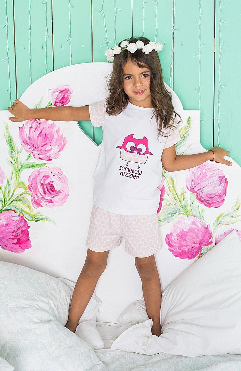 Комплект для девочки Sweet Berry: футболка, шорты, цвет: белый, розовый. 195947. Размер 104, 4 года195947Уютный комплект для девочки, состоящий из футболки и шорт, выполнен из трикотажного материала. Футболка с круглым вырезом горловины и короткими руками оформлена принтом. Шорты имеют эластичный пояс с регулируемым шнурком.