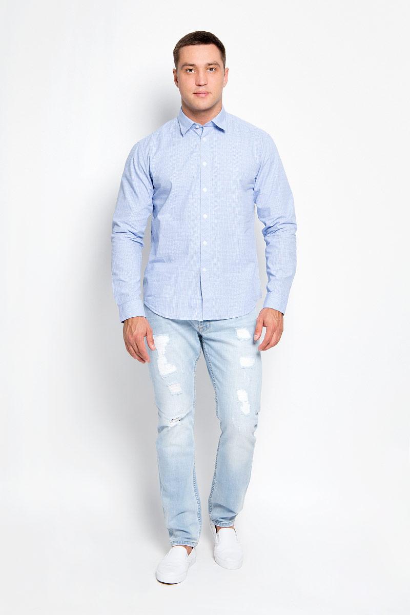 Рубашка мужская Finn Flare, цвет: голубой. A16-21021_201. Размер M (48)A16-21021_201Стильная мужская рубашка Finn Flare, выполненная из натурального хлопка, подчеркнет ваш уникальный стиль и поможет создать оригинальный образ. Такой материал великолепно пропускает воздух, обеспечивая необходимую вентиляцию, а также обладает высокой гигроскопичностью. Рубашка с длинными рукавами и отложным воротником застегивается на пуговицы спереди. Манжеты рукавов также застегиваются на пуговицы. Классическая рубашка - превосходный вариант для базового мужского гардероба и отличное решение на каждый день.Такая рубашка будет дарить вам комфорт в течение всего дня и послужит замечательным дополнением к вашему гардеробу.