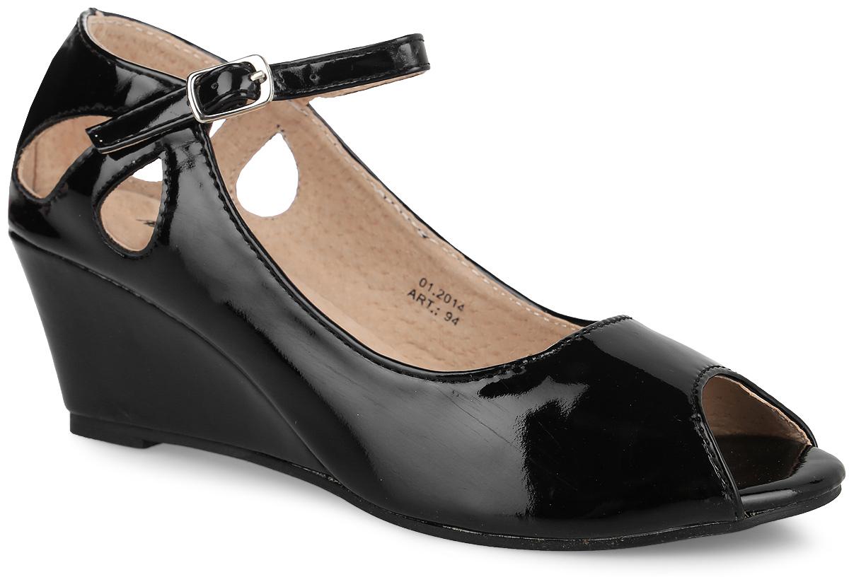 Туфли для девочки Аллигаша, цвет: черный. 94. Размер 3594Стильная, современная модель туфель с открытым носиком и оригинально оформленной пяточной частью дополнит модный образ вашей девочки. Модель на танкетке выполнена из высококачественной искусственной кожи. Ремешок на застежке позволяет прочно зафиксировать модель на ноге. Рифленая поверхность подошвы защищает изделие от скольжения. Эти туфли идеально подойдут, как для ежедневной носки, так и для торжественных мероприятий!