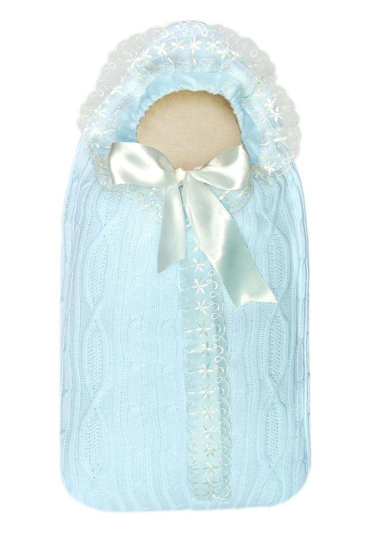 Конверт на выписку Сонный гномик Зимняя радость, цвет: голубой. 1704/1. Размер 741704/1Конверт Сонный гномик Зимняя радость прекрасно подойдет для выписки новорожденного из роддома. В дальнейшем его можно использовать во время прогулок с малышом в коляске-люльке. Конверт изготовлен из 100% акрила на подкладке из шерсти с добавлением полиэстера. В качестве утеплителя используется шелтер (100% полиэстер).Шелтер (Shelter) - утеплитель нового поколения с тонкими волокнами. Его более мягкие ячейки лучше удерживают воздух, эффективнее сохраняя тепло. Более частые связи между волокнами делают утеплитель прочным и позволяют сохранить его свойства даже после многократных стирок. Утеплитель шелтер максимально защищает от холода и не стесняет движений.Конверт с капюшоном спереди дополнен длинной застежкой-молнией с внешней оригинальной планкой. Капюшон присборен на атласную текстильную ленту. Оформлена модель фигурной вязкой и украшена оборками с ажурной вышивкой.Оригинальный конверт на выписку порадует взгляд родителей и прохожих.