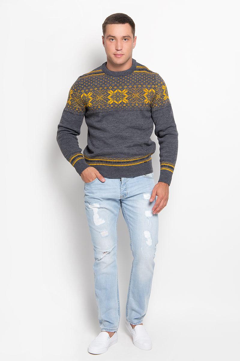 Джемпер мужской Finn Flare, цвет: серый, оранжевый. A16-22108_205. Размер M (48)A16-22108_205Оригинальный мужской джемпер Finn Flare, изготовленный из высококачественной пряжи из шерсти и акрила, мягкий и приятный на ощупь, не сковывает движений и обеспечивает наибольший комфорт.Модель свободного кроя с круглым вырезом горловины и длинными рукавами великолепно подойдет для создания современного образа в стиле Casual. Горловина, манжеты рукавов и низ джемпера связаны резинкой. Изделие оформлено оригинальным орнаментом.Этот джемпер послужит отличным дополнением к вашему гардеробу. В нем вы всегда будете чувствовать себя уютно и комфортно в прохладную погоду.
