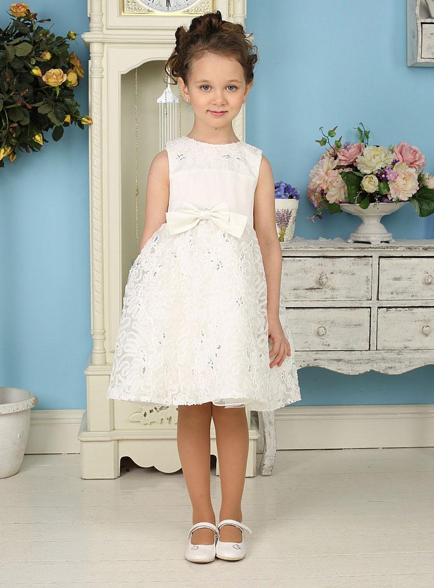 Платье для девочки Sweet Berry, цвет: белый. 185925. Размер 104, 4 года185925Красивое платье для девочки Sweet Berry идеально подойдет вашей маленькой принцессе для праздничных мероприятий. Платье выполнено из полиэстера на подкладке из натурального хлопка, оно мягкое и приятное на ощупь, не сковывает движения и позволяет коже дышать, не раздражает даже самую нежную и чувствительную кожу ребенка, обеспечивая ему наибольший комфорт.Платье с круглым вырезом горловины на спинке застегивается на молнию, что помогает с легкостью переодеть ребенка. От линии талии заложены небольшие складочки, придающие изделию воздушность. Кокетка и верхняя часть пышной юбки дополнены мягкой микросеткой с фактурным кружевом. На подъюбнике предусмотрена оборка из микросетки. Спереди и сзади изделие декорировано атласными бантами. Модель расшита пайетками.Такое платье послужит отличным дополнением к детскому гардеробу. В нем ваша маленькая модница будет чувствовать себя комфортно, и всегда будет в центре внимания!