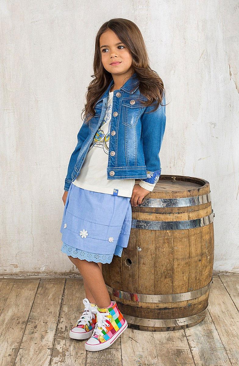 Юбка для девочки Sweet Berry, цвет: голубой, белый. 195588. Размер 104, 4 года195588Яркая юбка для девочки Sweet Berry идеально подойдет вашей моднице и станет отличным дополнением к летнему гардеробу. Изготовленная из натурального хлопка, она мягкая и приятная на ощупь, не сковывает движения и позволяет коже дышать, не раздражает нежную кожу ребенка, обеспечивая наибольший комфорт. Пышная юбка на талии имеет широкую эластичную трикотажную резинку. Модель с легким меланжевым эффектом декорирована текстильным бантом на поясе и нашивками в виде ромашек с текстильными лепестками и жемчужным центром. В такой модной юбке ваша принцесса будет чувствовать себя комфортно, уютно и всегда будет в центре внимания!
