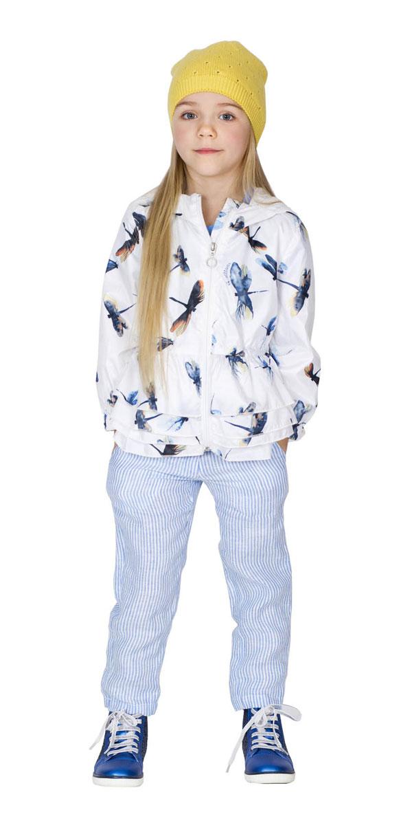 Брюки для девочки Gulliver Голубая стрекоза, цвет: белый, голубой. 11602GMC6304. Размер 104, 3-4 года11602GMC6304Модные брюки для девочки Gulliver Голубая стрекоза идеально подойдут маленькой принцессе для отдыха и прогулок. Изготовленные из натурального льна, они мягкие и приятные на ощупь, не сковывают движений и позволяют коже дышать. Модель на талии застегивается на пуговицу и металлический крючок и имеет ширинку на застежке-молнии, а также шлевки для ремня. С внутренней стороны пояс регулируется скрытой резинкой на пуговицах. Спереди расположены два втачных кармана, сзади - два прорезных. Изделие оформлено принтом в мелкую полоску. Отличная форма и красивая посадка сделают эти брюки самыми любимыми в гардеробе ребенка!
