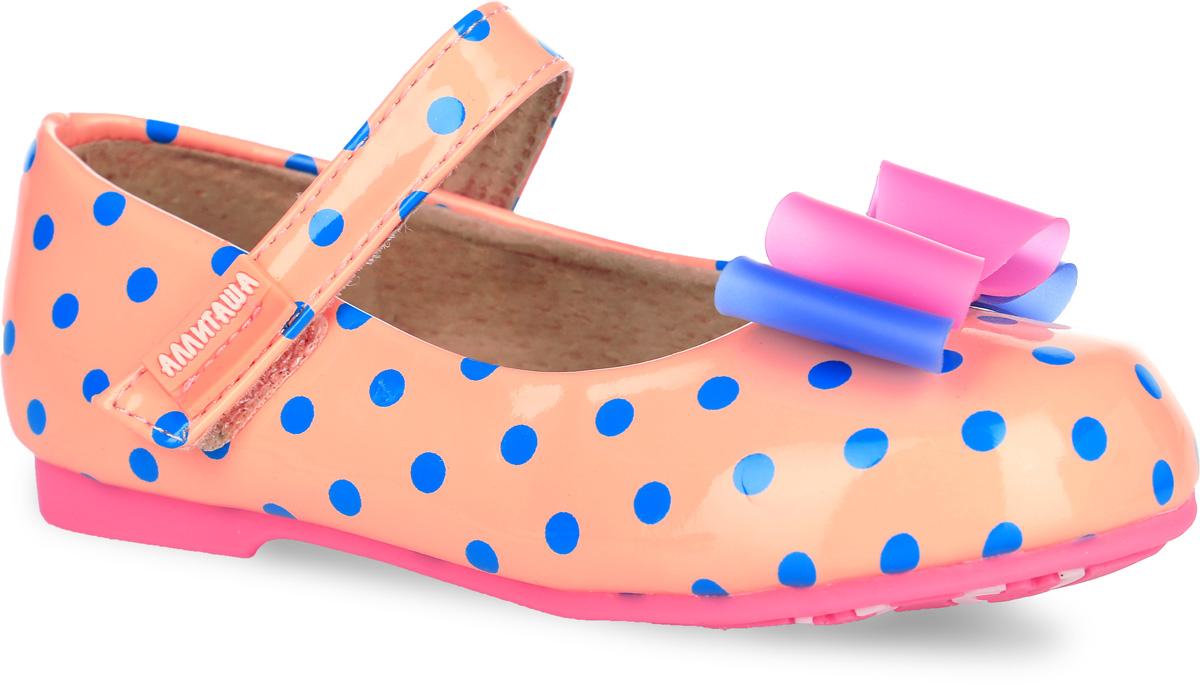Туфли для девочки Аллигаша, цвет: персиковый, синий. 000350302. Размер 25000350302Удобные и стильные туфли Аллигаша очаруют вашу маленькую принцессу с первого взгляда!Оригинальный и яркий дизайн дополнен красивой фурнитурой. Верх модели выполнен из мягкой лакированной искусственной кожи, разработанной по последним технологиям, позволяет туфелькам совмещать в себе комфорт и износоустойчивость. Стелька с супинатором и подкладка изготовлены из натуральной кожи, благодаря чему обувь дышит, что обеспечивает идеальный микроклимат. Усиленная задняя пяточная часть соответствует всем рекомендациям ортопедов. Анатомическая стелька обеспечивает правильное формирование детской стопы. Для удобства обувания и надежной фиксации стопы на подъеме имеется ремешок на липучке. Подошва, изготовленная из полиуретана, не скользит и обеспечивает хорошее сцепление с поверхностью.Туфли оформлены принтом в горошек. Мыс изделия украшен двухцветным бантиком из ПВХ.Чудесные туфли прекрасно дополнят любой наряд вашей модницы.