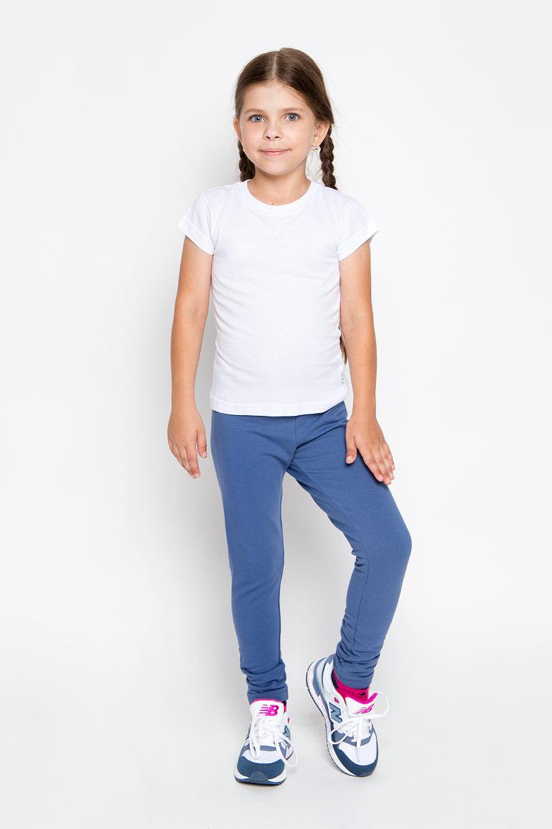 Брюки спортивные для девочки Sela, цвет: синий. Pk-615/117-6351. Размер 122, 7 летPk-615/117-6351Удобные брюки для девочки Sela идеально подойдут вашей маленькой моднице. Изготовленные из эластичного хлопка, они мягкие и приятные на ощупь, не сковывают движения, сохраняют тепло и позволяют коже дышать, обеспечивая наибольший комфорт. Прямые брюки имеют широкую мягкую резинку на поясе, благодаря чему не сдавливают живот ребенка и не сползают. Наружная сторона изделия гладкая, а внутренняя имеет начес. Такие брюки подойдут как для повседневной носки, так и для активных игр и занятия спортом.Практичные и стильные брюки идеально подойдут вашей малышке, а модная расцветка и высококачественный материал позволят ей комфортно чувствовать себя в течение дня!