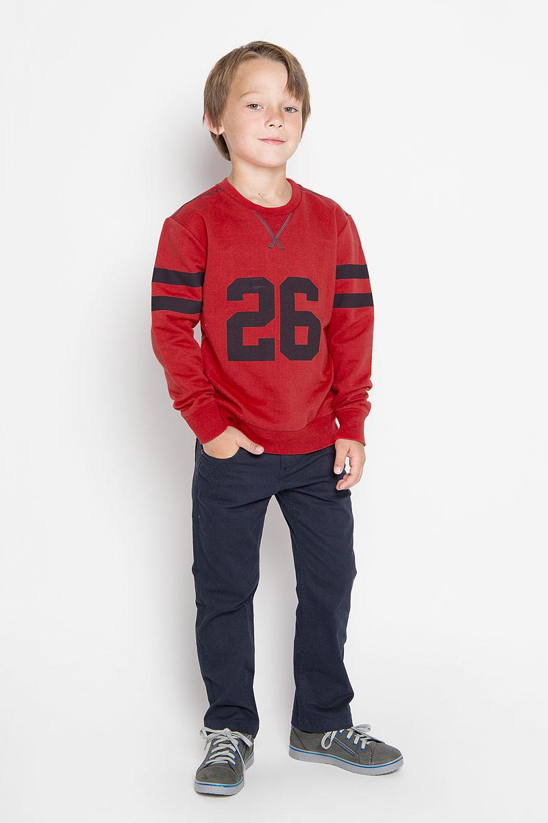 Свитшот для мальчика Sela, цвет: красный. St-813/157-6322. Размер 122, 7 летSt-813/157-6322Стильный и теплый свитшот для мальчика Sela станет идеальным дополнением гардероба вашего маленького модника в холодные дни. Свитшот выполнен из натурального хлопка, он необычайно мягкий и приятный на ощупь, не сковывает движения и позволяет коже дышать, не раздражает даже самую нежную и чувствительную кожу ребенка, обеспечивая наибольший комфорт. Лицевая сторона изделия гладкая, внутренняя имеет начес. Свитшот с длинными рукавами и круглым вырезом горловины украшен контрастным принтом с числом 26. Рукава дополнены широкими трикотажными манжетами, которые мягко обхватывают запястья. Низ и горловина свитшота также дополнены трикотажными резинками.Оригинальный современный дизайн и актуальная расцветка делают этот свитшот модным и стильным предметом детского гардероба. В ней ваш ребенок всегда будет в центре внимания!