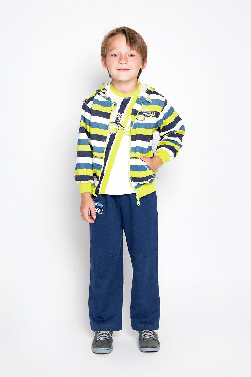 Комплект для мальчика M&D: лонгслив, толстовка, брюки, цвет: салатовый, синий, молочный. A2201-14. Размер 122A2201-14Комплект для мальчика M&D, состоящий из лонгслива, толстовки и брюк, идеально подойдет вашему малышу для игр на свежем воздухе и дома.Толстовка с капюшоном и длинными рукавами изготовлена из 100% хлопка. Модель застегивается на пластиковую застежку-молнию с защитой подбородка. Манжеты рукавов и низ толстовки дополнены трикотажными резинками. Спереди имеются два накладных открытых кармана. Толстовка оформлена принтом в полоску. Брюки прямого кроя и стандартной посадки выполнены из 100% хлопка. Модель на талии имеет широкую резинку, благодаря чему брюки не сдавливают живот ребенка и не сползают. По бокам модель дополнена двумя втачными кармашками со скошенными краями. Изделие украшено небольшим принтом спереди . Лонгслив изготовлен из натурального хлопка. Модель с круглым вырезом горловины оформлена крупным принтом с в виде полосок и логотипа спереди. Горловина дополнена мягкой контрастной окантовкой. Комфортный, удобный и практичный комплект позволит вашему малышу комфортно чувствовать себя в любое время.