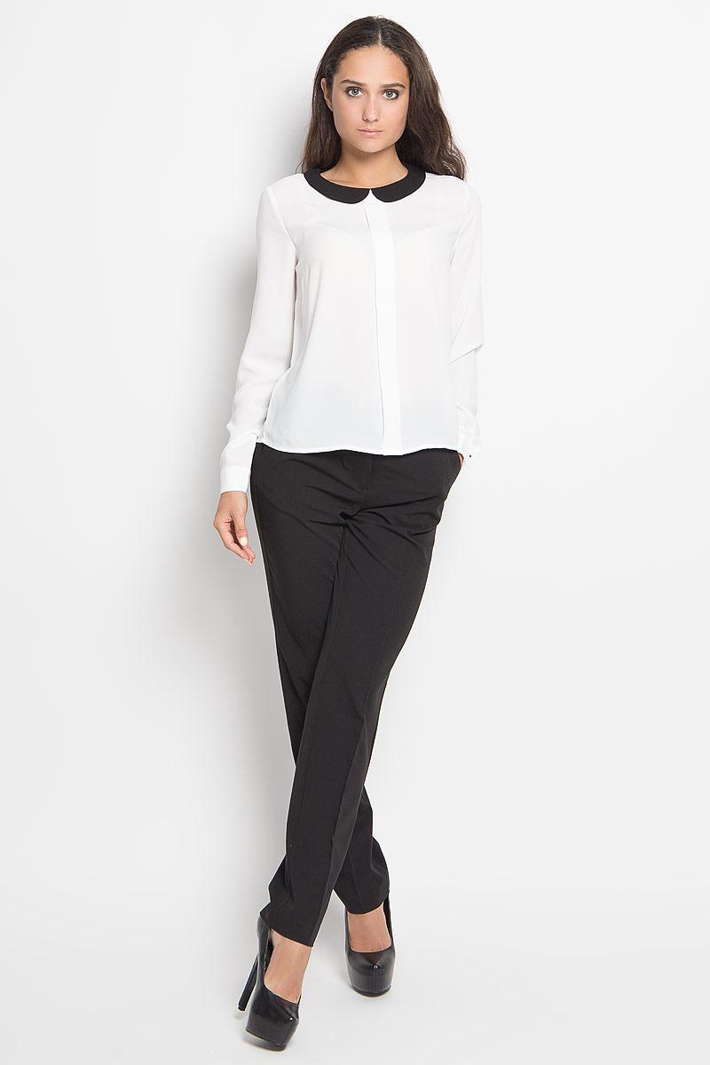 Блузка женская Sela Casual, цвет: молочный, черный. Tw-112/193-6351. Размер 48Tw-112/193-6351Стильная женская блуза Sela, выполненная из 100% полиэстера, подчеркнет ваш уникальный стиль и поможет создать оригинальный женственный образ.Модель с отложным воротником и длинными рукавами застегивается на пуговицу сзади. Низ рукавов дополнен манжетами на пуговицах. Спереди изделие оформлено небольшой складкой.Такая блузка будет дарить вам комфорт в течение всего дня и послужит замечательным дополнением к вашему гардеробу.