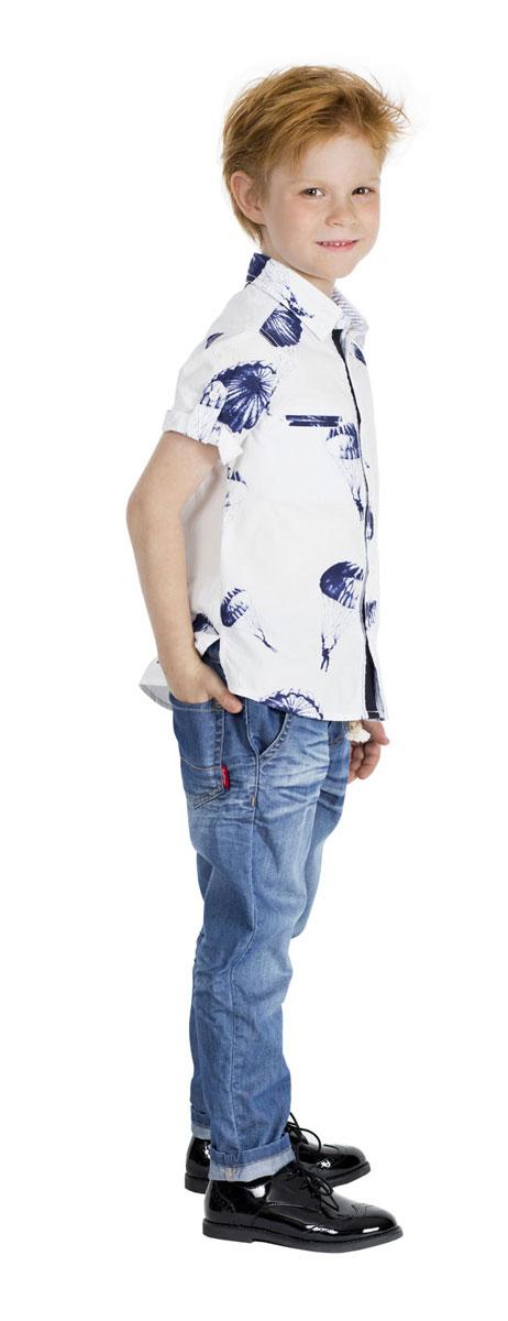Рубашка для мальчика Gulliver Воздухоплаватели, цвет: белый, темно-синий. 11604BMC2303. Размер 116, 5-6 лет11604BMC2303Модная рубашка для мальчика Gulliver Воздухоплаватели, выполненная из натурального хлопка, сделает образ ребенка свежим, интересным и оригинальным. Материал мягкий и приятный на ощупь, не сковывает движения и позволяет коже дышать, обеспечивая комфорт.Рубашка с отложным воротником и короткими рукавами застегивается на пуговицы по всей длине. На груди модели расположены прорезные карманы. На рукавах предусмотрены отвороты. Изделие оформлено принтом с изображением парашютистов по всей поверхности.Современный дизайн, отличное качество и эффектная отделка делают эту рубашку стильным предметом детской одежды. Обладатель такой рубашки всегда будет в центре внимания!