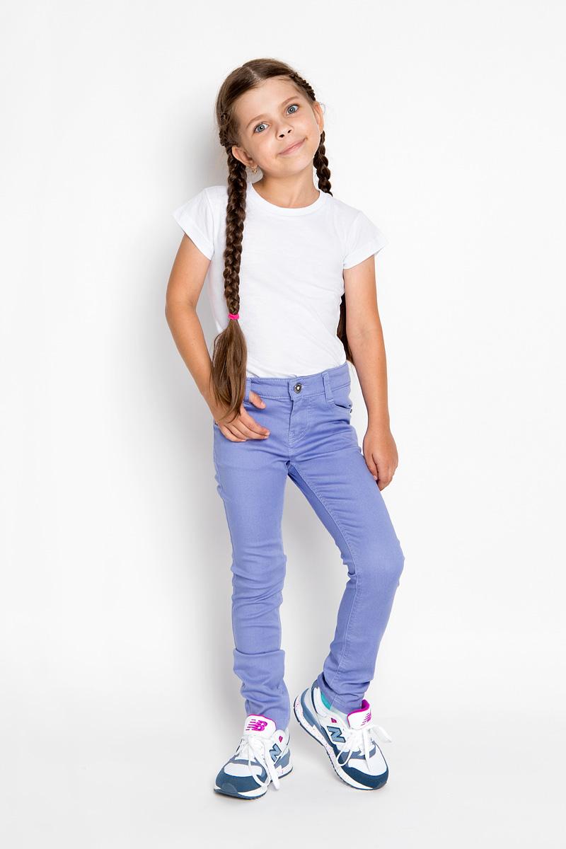 Брюки для девочки Silver Spoon Casual, цвет: сиреневый. SCFSG-629-26001-412 мод.F2-001. Размер 146SCFSG-629-26001-412 мод.F2-001Стильные брюки для девочки Silver Spoon Casual идеально подойдут юной моднице. Выполненные из хлопка с добавлением полиэстера и эластана, они мягкие и приятные на ощупь, не сковывают движения и позволяют коже дышать, обеспечивая комфорт.Брюки-слим застегиваются на пуговицу и имеют ширинку на металлической застежке-молнии. С внутренней стороны пояс регулируется при помощи скрытой резинки на пуговицах. Спереди модель дополнена двумя втачными карманами и маленьким накладным кармашком, а сзади - двумя накладными карманами. Изделие украшено металлическими клепками со стразами и фирменной нашивкой. Дизайн и расцветка делают эти брюки модным и стильным предметом детской одежды. В них ваша принцесса всегда будет в центре внимания!
