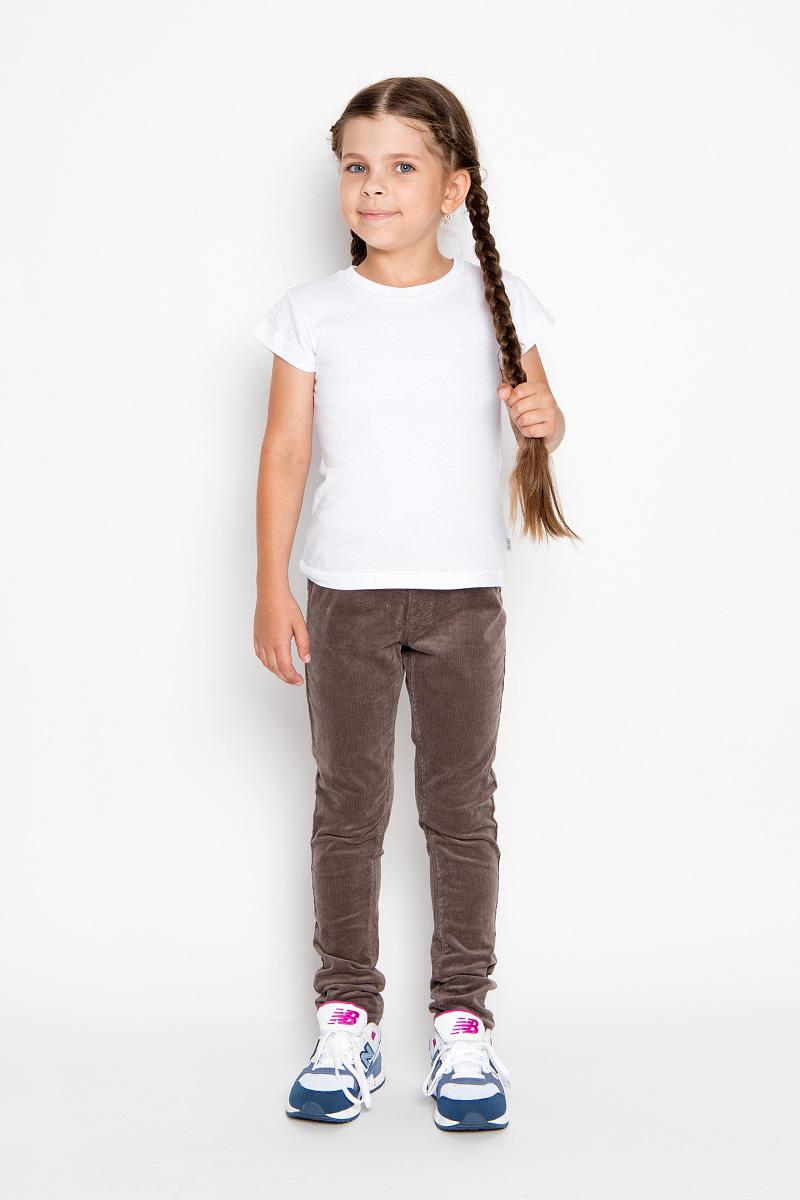 Брюки для девочки Sela, цвет: коричневый. P-615/107-6351. Размер 134, 9 летP-615/107-6351Удобные брюки для девочки Sela идеально подойдут вашей маленькой моднице. Изготовленные из эластичного хлопка, они мягкие и приятные на ощупь, не сковывают движения, сохраняют тепло и позволяют коже дышать, обеспечивая наибольший комфорт. Прямые брюки, выполненные из бархатистого вельветового материала, имеют широкую мягкую резинку на поясе, благодаря чему не сдавливают живот ребенка и не сползают. Модель оформлена имитацией ширинки и втачных карманов спереди. Сзади изделие дополнено двумя накладными карманами. Практичные и стильные брюки идеально подойдут вашей малышке, а модная расцветка и высококачественный материал позволят ей комфортно чувствовать себя в течение дня!