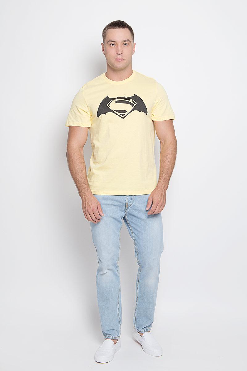 Футболка мужская RHS Superman, цвет: желтый. 42912. Размер XXL (54)42912Оригинальная мужская футболка RHS Superman, выполненная из высококачественного хлопка, обладает высокой теплопроводностью, воздухопроницаемостью и гигроскопичностью, позволяет коже дышать. Модель с короткими рукавами и круглым вырезом горловины, оформлена принтом спереди на тематику Batman. Горловина дополнена эластичной трикотажной резинкой.Идеальный вариант для тех, кто ценит комфорт и качество.