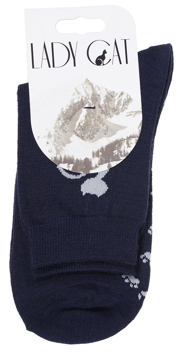 Носки женские Lady Cat, цвет: темно-синий. М 3401. Размер 35/37М 3401Женские носки Lady Cat изготовлены из тонкой шерсти с добавлением полиамида и лайкры. Материал мягкий и приятный на ощупь, хорошо пропускает воздух. Эластичная резинка мягко облегает ногу, обеспечивая комфорт при носке. Изделие оформлено оригинальным рисунком кошки. Теплые и удобные носки станут отличным дополнением к вашему гардеробу!