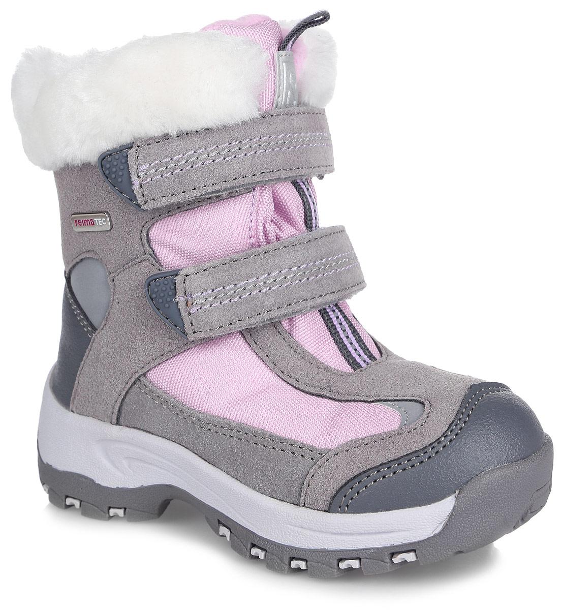 Ботинки детские Reima Reimatec Kinos, цвет: серый, розовый. 569296-9390. Размер 31569296-9390БотинкиReimatec Kinos выполнены из натуральной телячьей замши, искусственной кожи и плотного полиэстера. Модель оформлена металлической пластинкой с названием бренда. Ярлычки на заднике и язычке облегчат надевание модели. На ноге модель фиксируется с помощью ремешков с застежками-липучками. Верхняя часть внутренней поверхности выполнена из утепленного текстиля. Подкладка выполнена из искусственного меха, который обеспечит тепло и комфорт. Рисунок Happy Fit на съемных войлочных стельках поможет подобрать нужный размер или измерить быстрорастущую ножку ребенка. Подошва изготовлена из высококачественной термопластиковой резины и дополнена протектором, который гарантирует отличное сцепление с любой поверхностью. Светоотражающие детали позволяют лучше разглядеть ребенка в темное время суток.Ботинки имеют степень утепления, рассчитанную на температуры от 0 до -20°С.