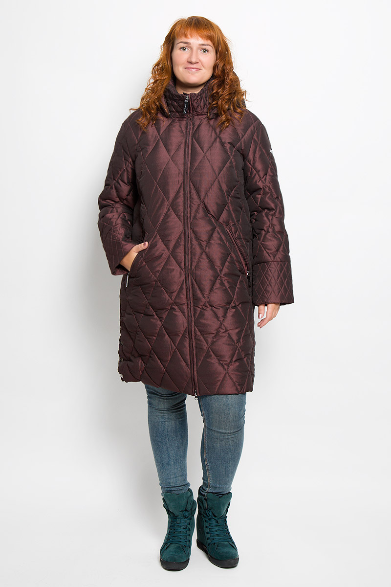 Пальто женское Finn Flare, цвет: темно-бордовый. A16-11026_319. Размер XL (50)A16-11026_319Удобное женское пальто Finn Flare согреет вас в холодную погоду и позволит выделиться из толпы. Удлиненная модель с длинными рукавами и воротником-стойкой выполнена из прочного полиэстера, застегивается на молнию спереди. Пальто имеет съемный капюшон на кнопках, объем которого регулируется при помощи шнурка-кулиски со стопперами. Изделие дополнено двумя втачными карманами на застежках-молниях спереди. Пальто оформлено стеганым узором. Плотный наполнитель из пера и пуха надежно сохранит тепло, благодаря чему такое пальто защитит вас от ветра и холода. Это модное и в то же время комфортное пальто - отличный вариант для прогулок, оно подчеркнет ваш изысканный вкус и поможет создать неповторимый образ.