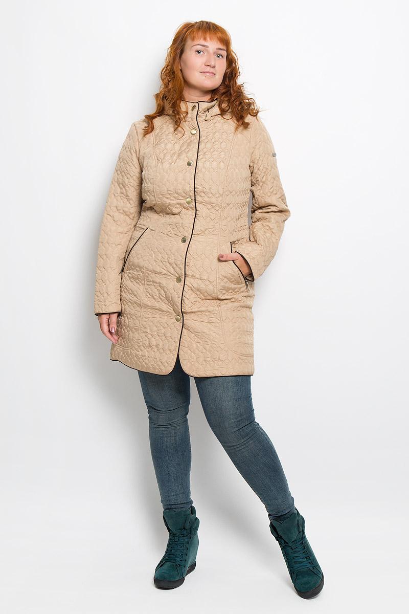Пальто женское Finn Flare, цвет: бежевый. A16-12000_700. Размер XXXL (54)A16-12000_700Удобное женское пальто Finn Flare согреет вас в прохладную погоду и позволит выделиться из толпы. Модель с длинными рукавами и воротником-стойкой выполнена из прочного полиэстера, застегивается на кнопки спереди. Пальто имеет съемный капюшон на кнопках, объем которого регулируется при помощи шнурка-кулиски со стопперами. Изделие дополнено двумя втачными карманами на застежках-молниях спереди. Пальто оформлено стеганым узором. Наполнитель из синтепона надежно сохранит тепло, благодаря чему такое пальто защитит вас от ветра и холода. Это модное и в то же время комфортное пальто - отличный вариант для прогулок, оно подчеркнет ваш изысканный вкус и поможет создать неповторимый образ.