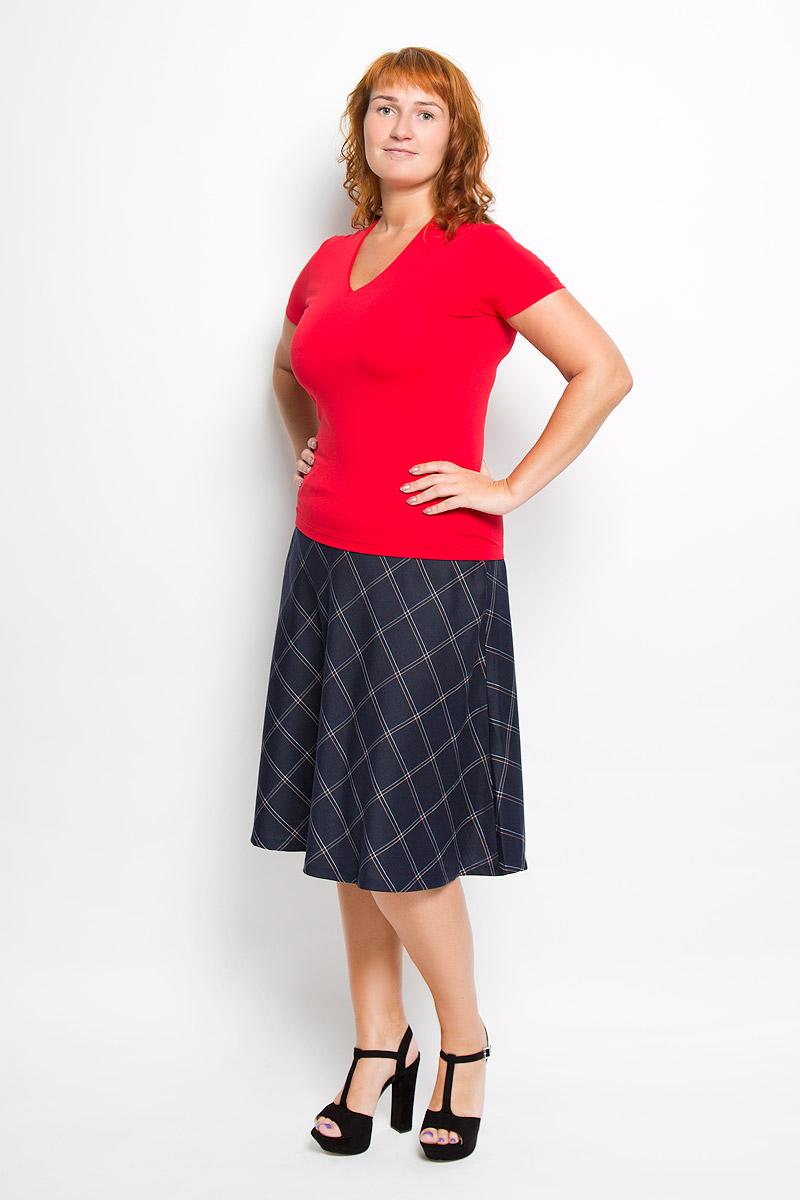 Футболка женская Ruxara, цвет: красный. 865000_43. Размер 52865000_43Стильная женская футболка Ruxara, выполненная из вискозы с добавлением лайкры, обладает высокой теплопроводностью, воздухопроницаемостью и гигроскопичностью, позволяет коже дышать. Модель с короткими рукавами и V-образным вырезом горловины. Изделие спереди дополнено небольшой внутренней вставкой для лучшей посадки модели по фигуре. Такая футболка станет стильным дополнением к вашему гардеробу, она подарит вам комфорт в течение всего дня!