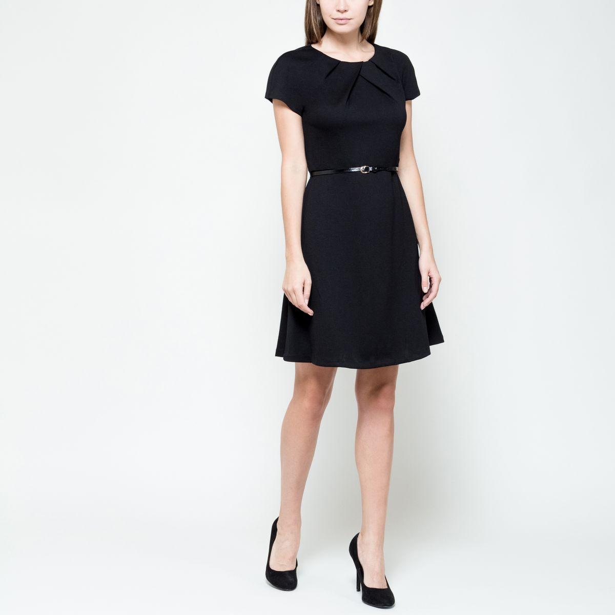 Платье Sela Collection, цвет: черный. Dks-117/1015-6391. Размер L (48)Dks-117/1015-6391Платье Sela Collection выполнено из полиэстера с добавлением вискозы и эластана. Модель с круглым вырезом горловины и короткими рукавами-реглан застёгивается на потайную застежку-молнию расположенную в среднем шве спинки. Платье-мили спереди оформлено мягкими складками и дополнен узким пояском.