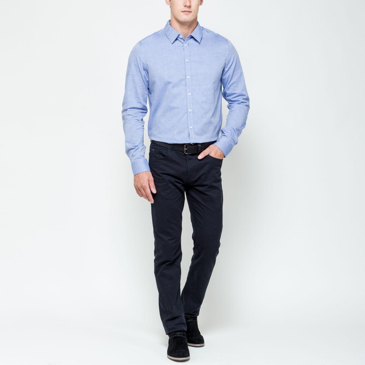 Рубашка мужская Sela, цвет: ярко-голубой. H-212/701-6321. Размер 40 (46)H-212/701-6321Стильная мужская рубашка Sela, выполненная из натурального хлопка, позволяет коже дышать, тем самым обеспечивая наибольший комфорт при носке. Модель классического кроя с отложным воротником и длинными рукавами застегивается на пуговицы по всей длине. Манжеты рукавов дополнены застежками-пуговицами.